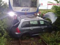 O femeie, la un pas de moarte, dupa ce a incercat sa treaca peste calea ferata cu masina. Cum s-a salvat in ultima clipa