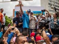 Presedintele Venezuelei a ordonat confiscarea uzinelor si manevre militare. Nicolas Maduro a decretat stare de urgenta