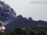 Eruptia vulcanului Turrialba din Costa Rica, filmata. Un alt Vulcan activ din Indonezia a luat vietile a trei oameni