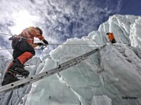 Triumf si moarte pe Everest, dupa ce o adolescenta de 19 ani a ajuns in varf. Soarta tragica a unei profesoare care cobora