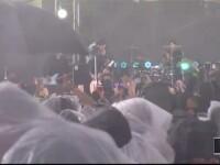 Ploaia torentiala le-a dat planurile peste cap vedetelor prezente la Premiile MTV. Parada de pe covorul rosu, anulata