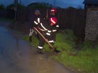 Dezastrul lasat in urma de furtunile din ultimele ore. Trafic rutier ingreunat pe A1 si pe drumuri nationale