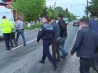 Cinci barbati au batut doi muncitori ai unei firme de asfaltari fiindca nu i-au lasat sa treaca pe drumul in reparatii