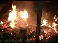 Panica la marginea unui cartier din Sibiu. Doua magazii s-au facut scrum in urma unui incendiu violent