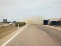 Accident in Spania, cu un TIR care se rastoarna pe sosea. Motivul pentru care soferul a scapat cu viata. VIDEO
