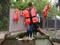Festival inedit in Romania, pentru refugiati. Spectatorii au fost nevoiti sa vina cu barca, sa ajunga la eveniment