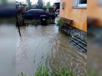 Localitate din Gorj inundata dupa o ploaie de cateva zeci de minute. Oamenii au avut nevoie de interventia pompierilor