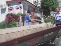 Un carutas beat a zgariat 10 masini in centrul Buzaului. A ajuns la spitalul de psihiatrie dupa incident