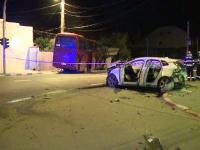 Un autocar a facut prapad in Voluntari. A lovit o masina, a spart o teava de gaz si a pus la pamant un zid