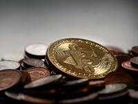 Angajați plătiți în Bitcoin. Valoarea monedei a crescut de la 1.000 la 17.000 dolari, în 2017