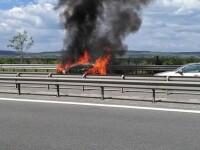 O masina a ars complet pe A1, dupa un scurtcircuit. Ce a incercat sa faca soferul inainte sa izbucneasca focul