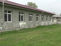 Ruine in chip de scoli pentru copiii de la sate. Ce lucrari s-au facut la o institutie din Bacau, dupa 10 ani de santier
