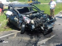 Un sofer de 20 de ani a murit dupa ce a intrat cu masina pe contrasens si a fost lovit de un camion, in Hunedoara