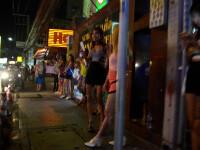 Românce obligate să se prostitueze în Franța. Proxeneții își făceau palate din banii lor