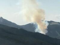Incendiu în Masivul Ciucaş, la graniţa cu judeţul Prahova