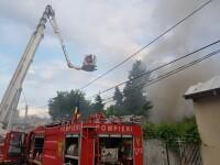 Incendiu violent la o casă din Capitală. Persoană grav rănită, cu arsuri pe 40% din suprafaţa corpului