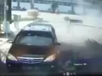 Momentul în care o familie se aruncă în aer la o secție de poliție din Indonezia. VIDEO