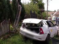 Un pieton care a anunțat la 112 un accident rutier a fost rănit de un cablu electric