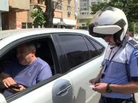 Reacția unui șofer prins că vorbea la telefon în trafic. 66.000 de şoferi, amendaţi în ultimul an