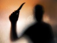 Un bihorean și-a înjunghiat mortal iubita de 23 de ani, după care a încercat să se sinucidă