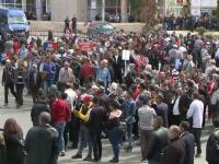Viorica Dăncilă, huiduită la Cluj. Cum s-a ascuns de protestatari