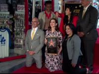 Anne Hathaway a primit o stea pe bulevardul Walk of Fame