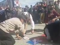 Susţinători PSD filmaţi când sărută pancarte pro-PSD şi îşi fac semnul crucii. VIDEO