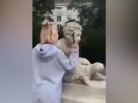 O tânără a distrus o statuie veche de 200 de ani pentru faimă pe Instagram. VIDEO