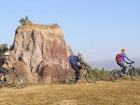 """Turismul cu bicicleta electrică, tot mai mulți adepți în România: """"Vezi că există şi altă lume"""""""