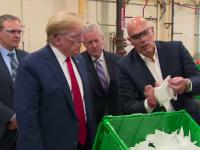 VIDEO: Trump a vizitat o fabrică de măști de protecție, fără să poarte mască de protecție