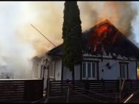 Două case au fost mistuite de flăcări în Suceava. De la ce a pornit focul