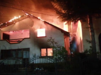 Incendiu puternic în județul Argeș. 3 autospeciale și un echipaj SMURD au intervenit de urgență