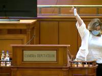 PNL a cerut să fie dezinfectat microfonul deputaților după ce a vorbit liderul PSD, Ciolacu