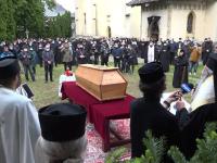 Trupul neînsuflețit al IPS Pimen a ajuns la Suceava. Sute de credincioși i-au adus un ultim omagiu