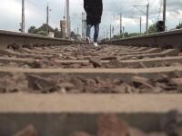Nenorocire în familia unui tânăr din Prahova. Băiatul şi-a găsit sfârşitul spulberat de tren