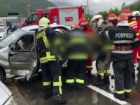 O mașină a fost zdrobită în urma impactului cu o camionetă, în Brașov. În ce stare este șoferul