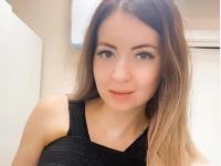 """O tânără influencer din Rusia și-a mărit sânii la 3 luni după ce soțul ei a murit: """"Asta e important pentru tine acum?"""""""
