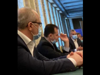 A apărut o nouă fotografie cu premierul Ludovic Orban care pare să încalce legea