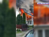 O casă din Negrești-Oaș a ars ca o torță. Pompierii au intervenit cu 3 autospeciale cu apă și spumă pentru a stinge incendiul