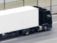 Un șofer român de TIR a fost găsit mort în cabină, în Italia. Avea răni pe corp