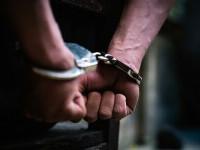 Un bărbat din Neamț a tâlhărit cu cuțitul un copil de 13 ani, apoi l-a trimis la cârciumă să-i cumpere băutură și țigări