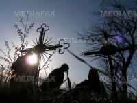 Sute de candele au adus lumina in cimitirele din Arad!