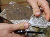 Descindere in Ferentari! Politistii au retinut 20 de traficanti de droguri