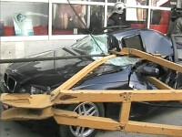 Macara prabusita la Iasi! Doua masini au fost distruse complet!
