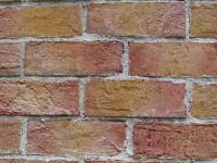Au spart peretele unei primarii ca sa fure... dar nu au prea avut ce!