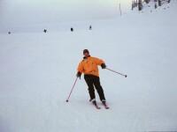 Turistii de la Cavnic se bucura de zapada. E numai buna pentru schi!