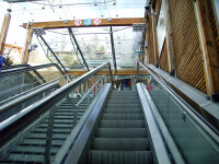 Copil cascador la mall: a scapat nevatamat dupa ce a cazut de la etaj