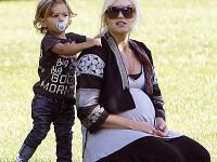 Fiul lui Gwen Stefani are lipici la gagici!