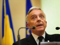 Mugur Isarescu: Ori reducem cheltuielile salariale, ori crestem impozitele