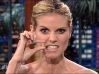 Soc si groaza! Si-a aratat dintii cazuti la televizor!